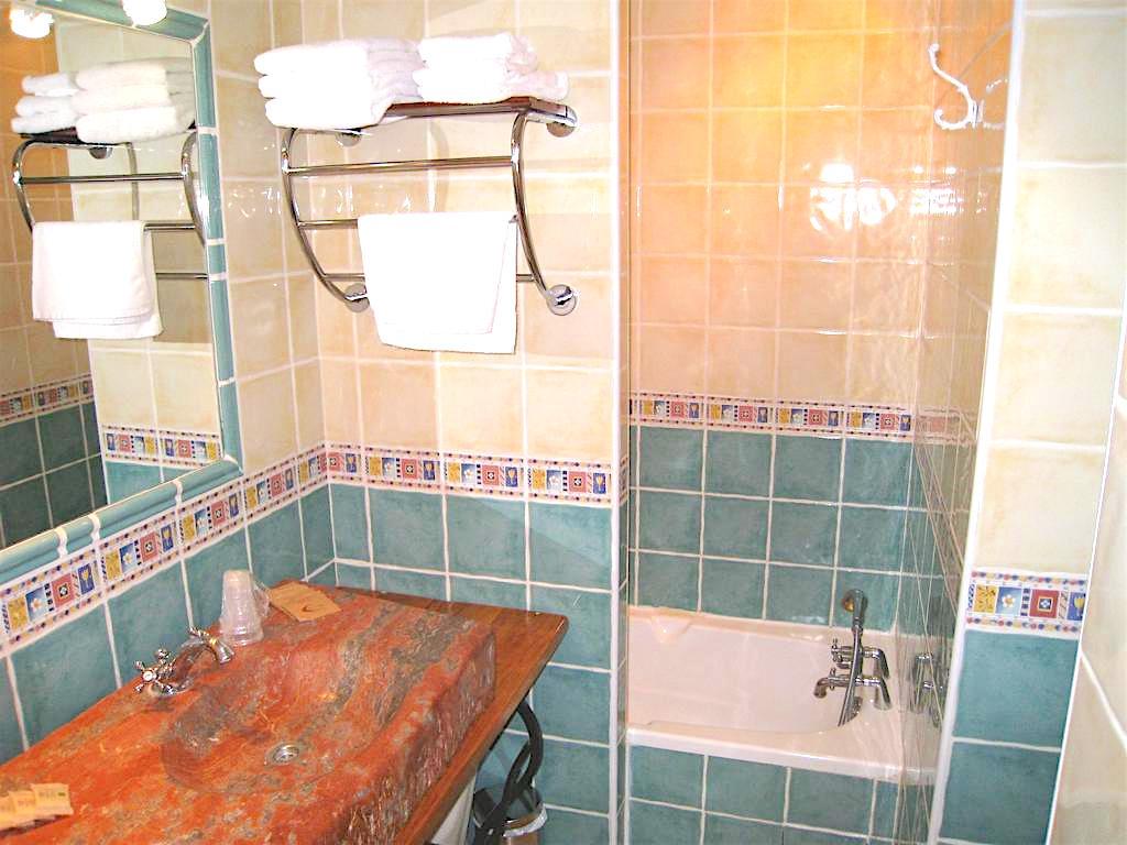 Chambres h tel du mas for Salle bain hotel